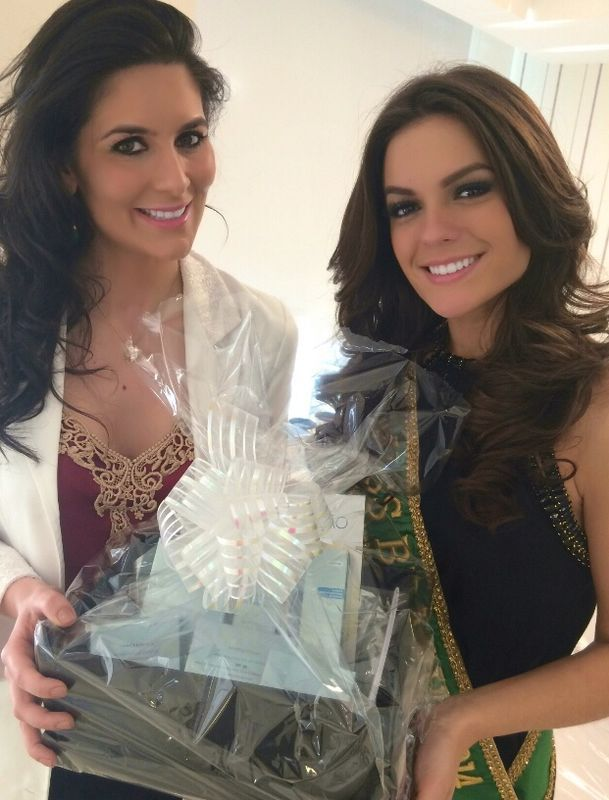 Melissa Gurgel � presenteada com cestas de produtos dermatol�gicos