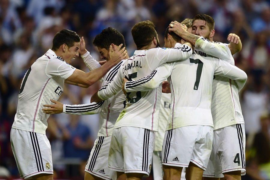 Real Madrid chegou aos 21 pontos e colou no rival, que segue com 22 / Javier Soriano/AFP