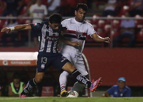 Com cartão, Maicon pediu para sair no intervalo / Rubens Chiri/São Paulo FC