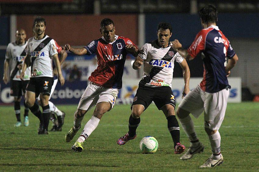 Vascaíno Kleber teve atuação apagada contra o Paraná / Marcelo Sadio/vasco.com.br