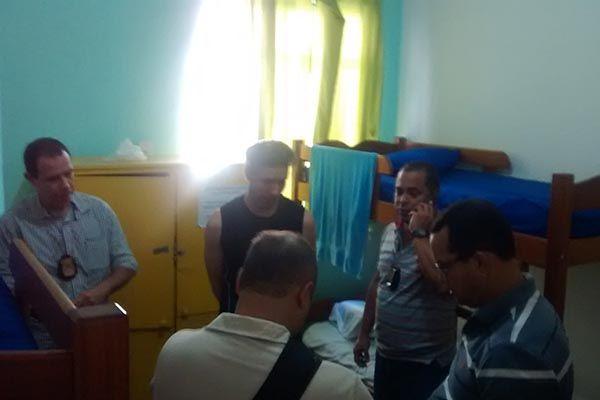Momento da prisão do assassino no Hostel / Reprodução