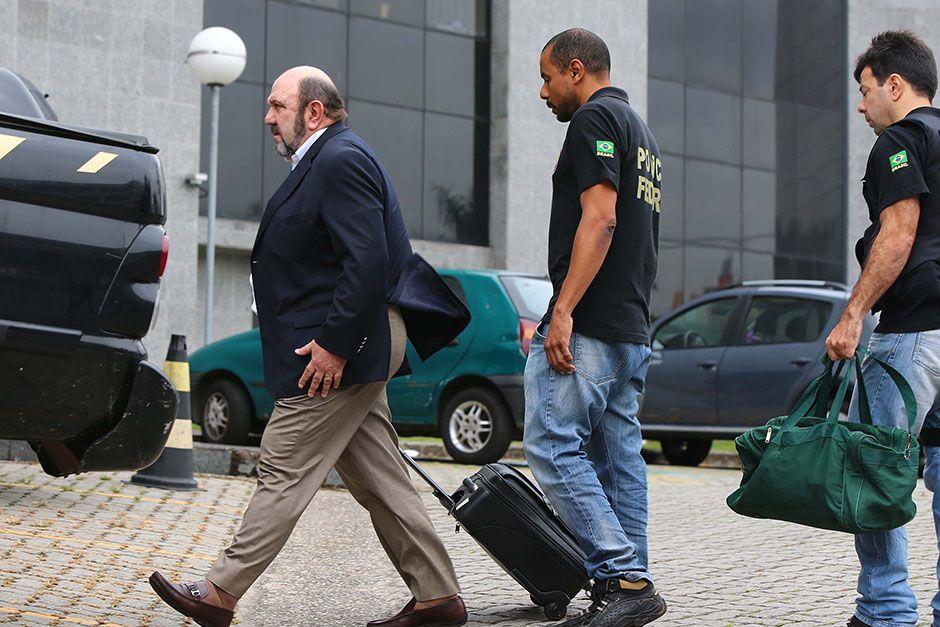 STF mandou eles cumprirem prisão domiciliar, usando tornozeleiras eletrônicas. / Folhapress