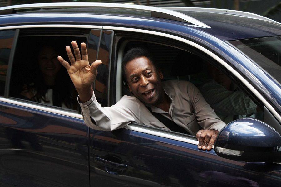 Pelé recebe alta e deixa hospital / Luiz Claudio Barbosa/Futura Press/Folhapress