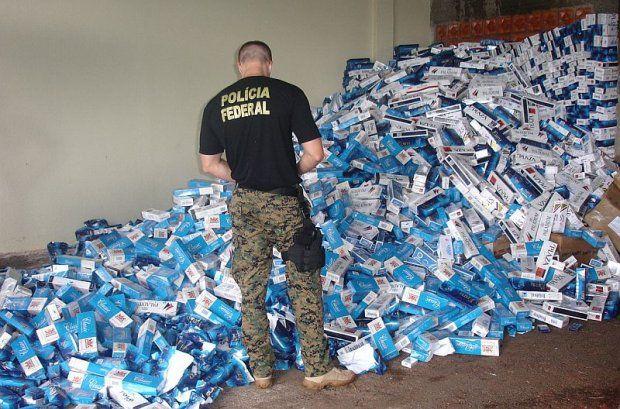 Mais de 20 mil caixas de cigarro foram apreendidas na manhã desta segunda-feira / Divulgação/Polícia Federal