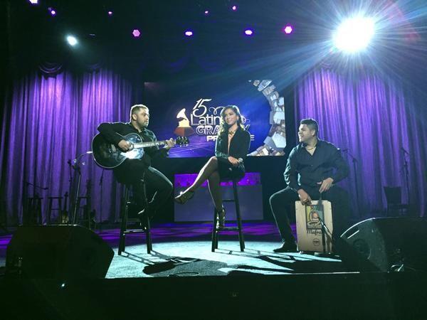 Anitta caprichou no decote na apresentação do Grammy Latino