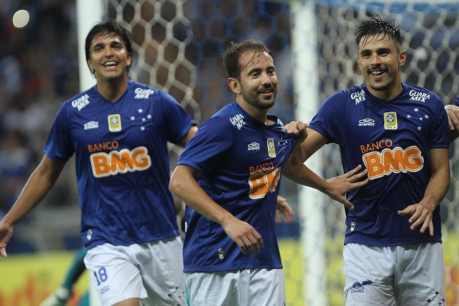 Atual campeão brasileiro, Cruzeiro estreia no dia 25 de fevereiro, diante do Universitario Sucre / Denilton Dias/O Tempo/Folhapress
