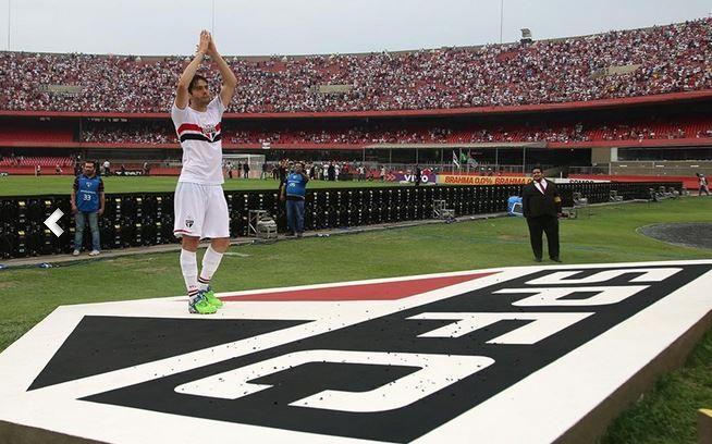 Kaká se despediu do Morumbi e foi saudar torcida / Rubens Chiri/Site São Paulo