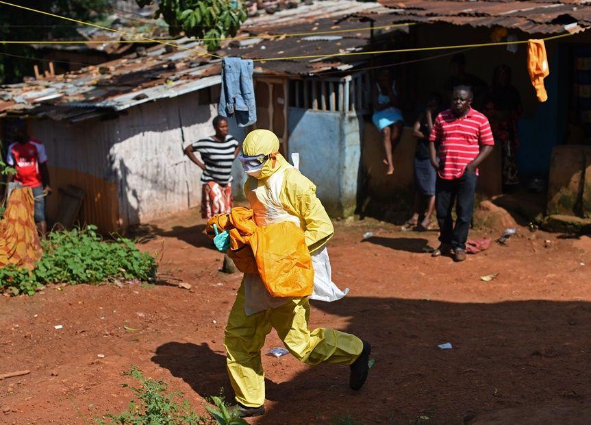 Enfermeira era voluntária para combater ebola em Serra Leoa / FRANCISCO LEONG / AFP