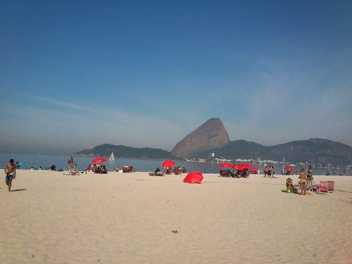Bactéria resistente foi descoberta nas águas da Praia do Flamengo / Reprodução / mochilaotrips.com