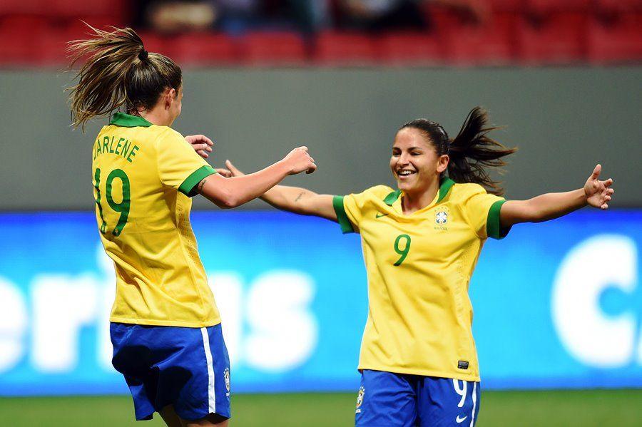 Darlene (esq) abriu a vitória brasileira no Mané Garrincha / Evaristo Sa/AFP