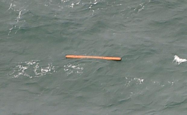Destroços de avião da AirAsia são encontrados