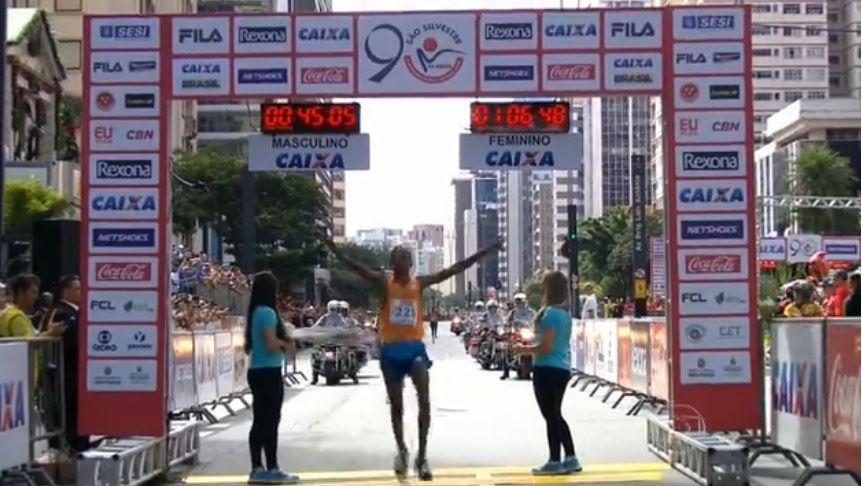 Dawit Admasu cruzou a linha de chegada em primeiro lugar na São Silvestre / Reprodução
