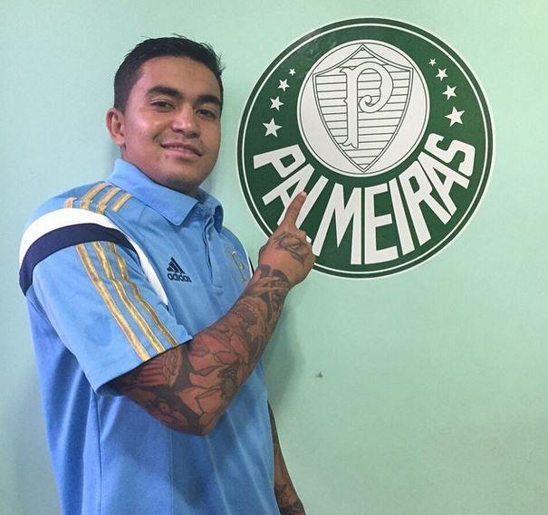 4583185755 Dudu veste a camisa e comemora acerto - Band.com.br