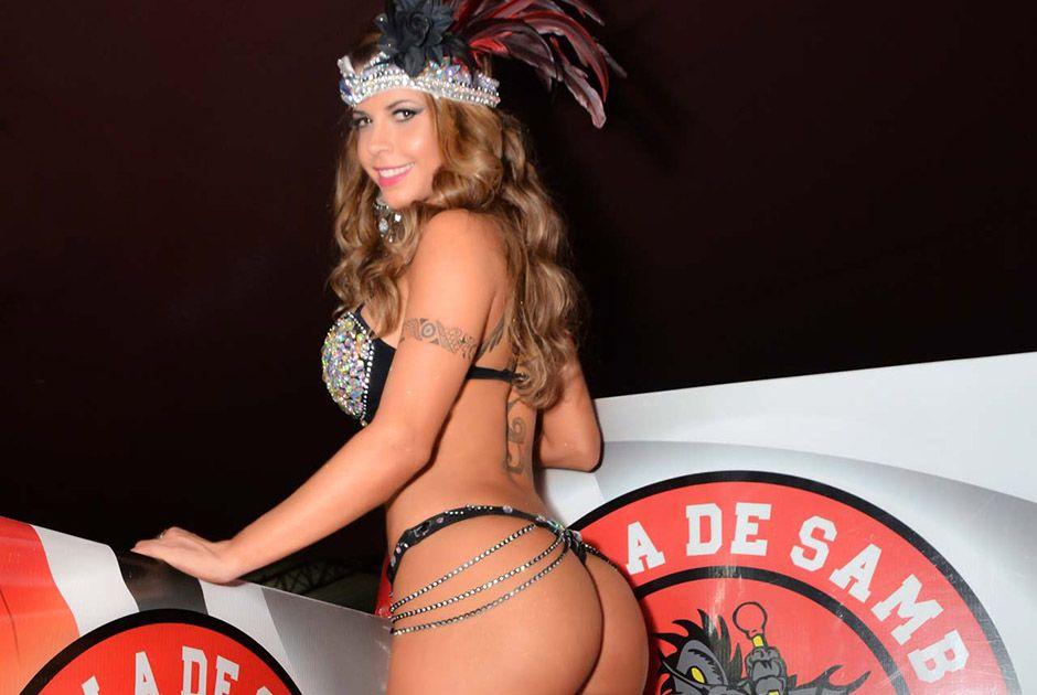Cacau Colucci Carnaval Cacau Colucci Exibe Corpão em