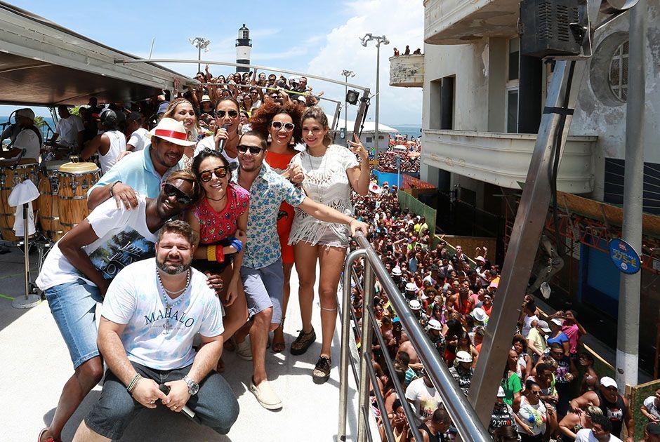 Ivete Sangalo reúne famosos em trio elétrico / AgNews