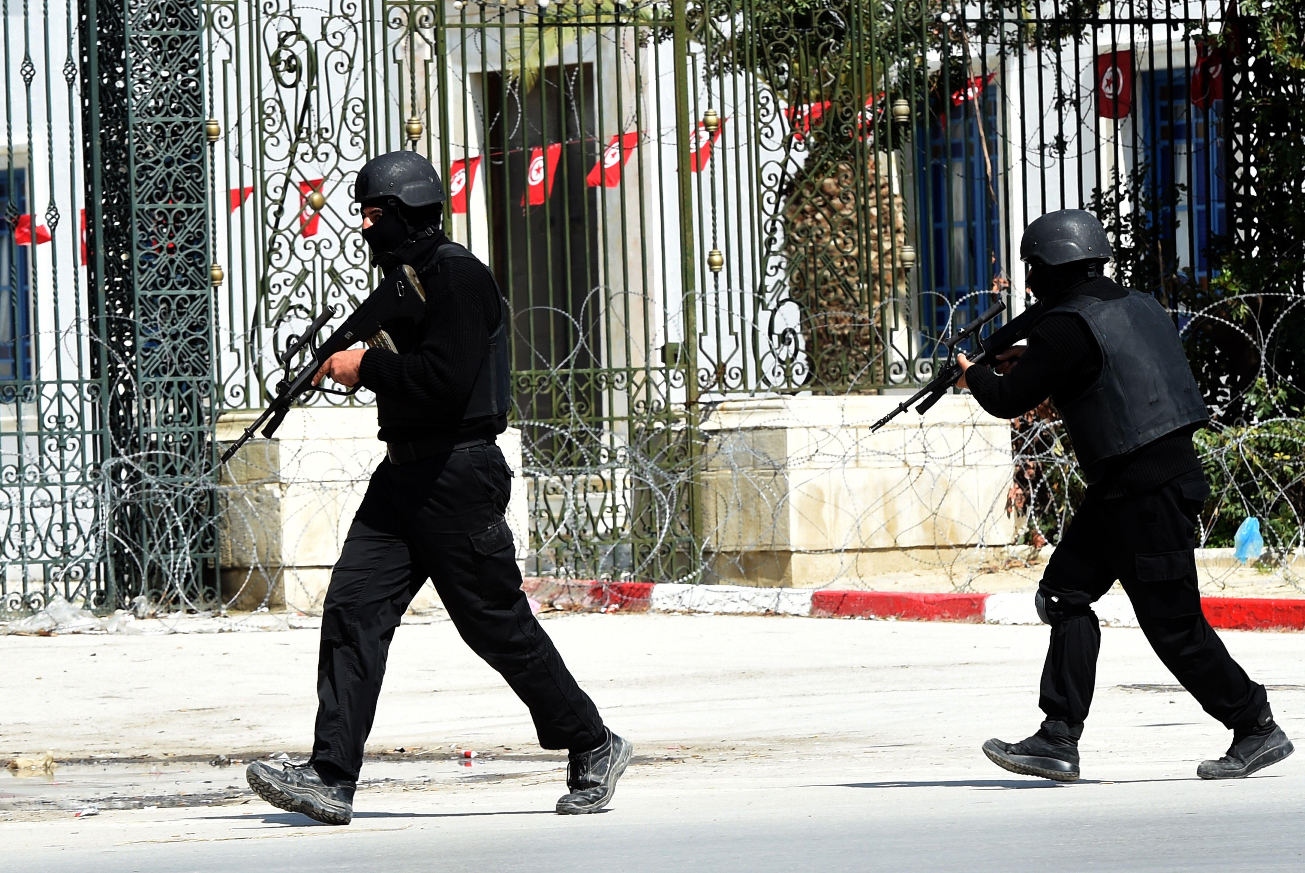 Equipes de segurança cercaram o local do ataque / Fethi Belaid/AFP