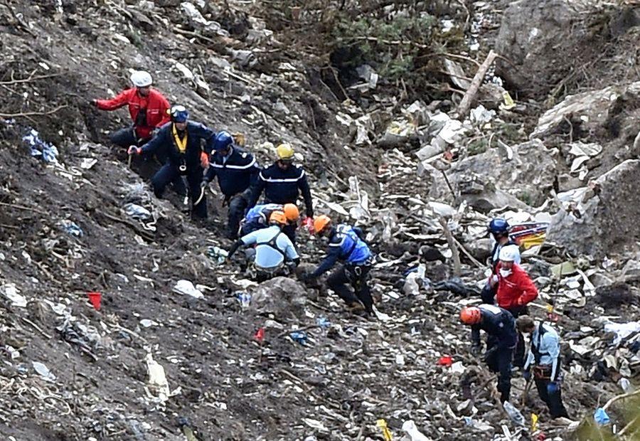 Aeronave foi pulverizada ao se chocar contra os alpes franceses / ANNE-CHRISTINE POUJOULAT / AFP