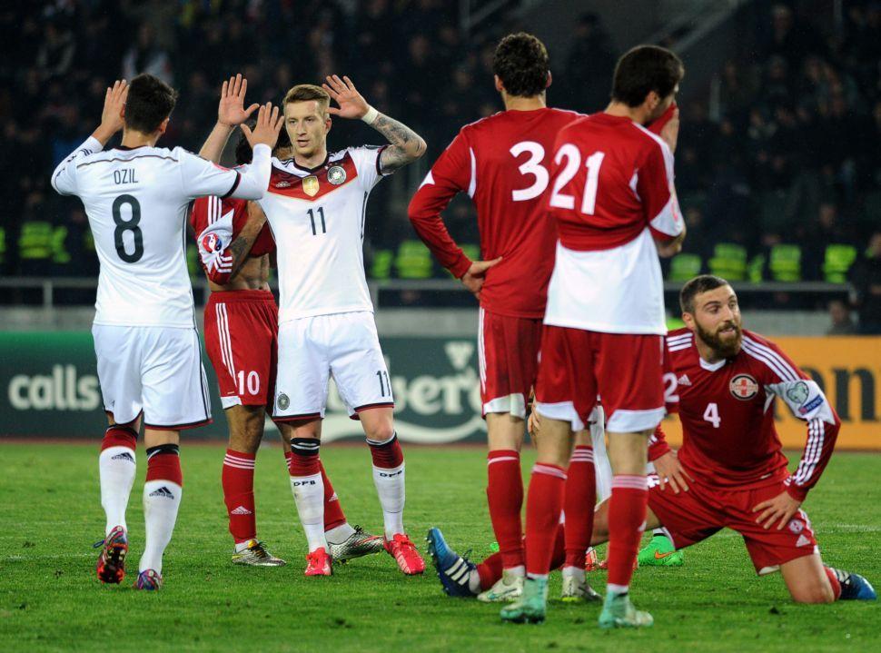 Marco Reus (D) abriu o placar para a Alemanha (Foto  Vano Shlamov AFP) dd1a328310484