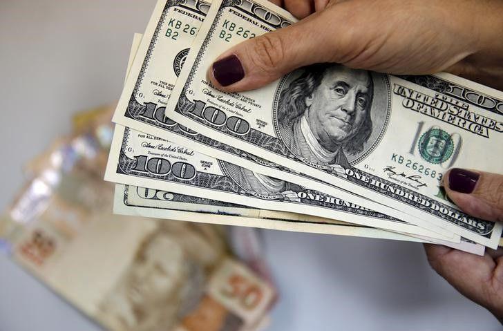 Apenas em abril, o dólar caiu 4,22% / Sergio Moraes/Reuters