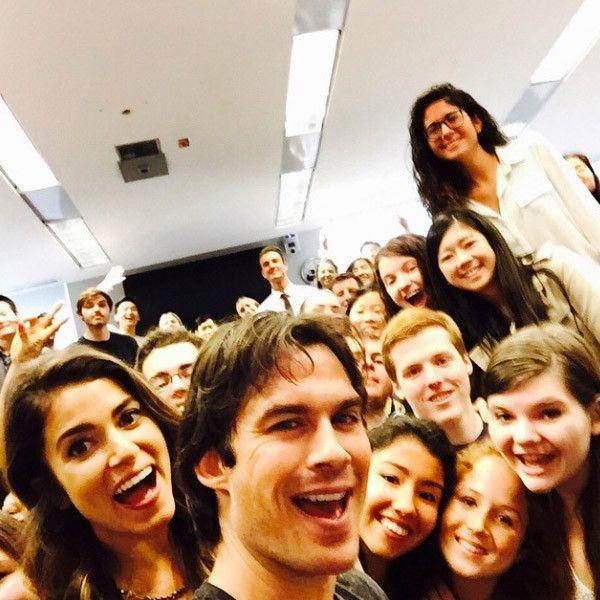 Ian Somerhalder e Nikki Reed pregam peça em estudantes / Divulgação/Instagram