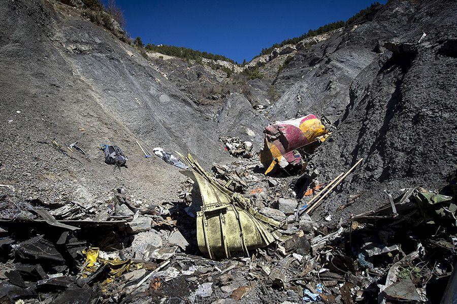 Avião da Germanwings caiu em local de difícil acesso dos alpes franceses / FRANCIS MALENFER / MINISTERE DE LINTERIEUR / AFP