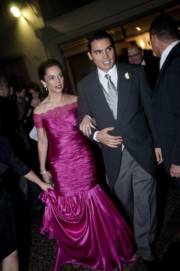 Thomaz Alckmin em foto de 2011, durante seu casamento, com a mãe, Lu Alckmin / Alessandro Shinoda/Folhapress