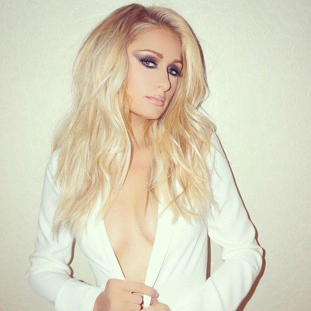 Paris Hilton exibe decote ousado na internet / Divulgação/Instagram