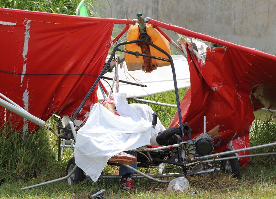 Acidente com ultraleve deixa piloto morto / Fagner Alves/Código19/Folhapress