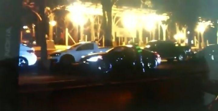 Policial foi arrastado por cerca de 150 metros / reprodução/Facebook