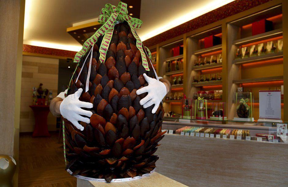 Michael Lewis-Anderson faz ovo de Páscoa de 60 quilos