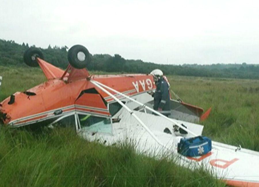 Monomotor cai, bate no solo, derrapa e capota em Curitiba / Reprodução/BandNews TV