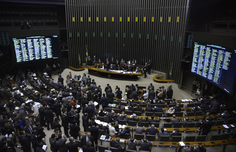 Projeto foi aprovado pelo plenário com 324 votos a favor, 137 contra e 2 abstenções / Wilson Dias/Agência Brasil