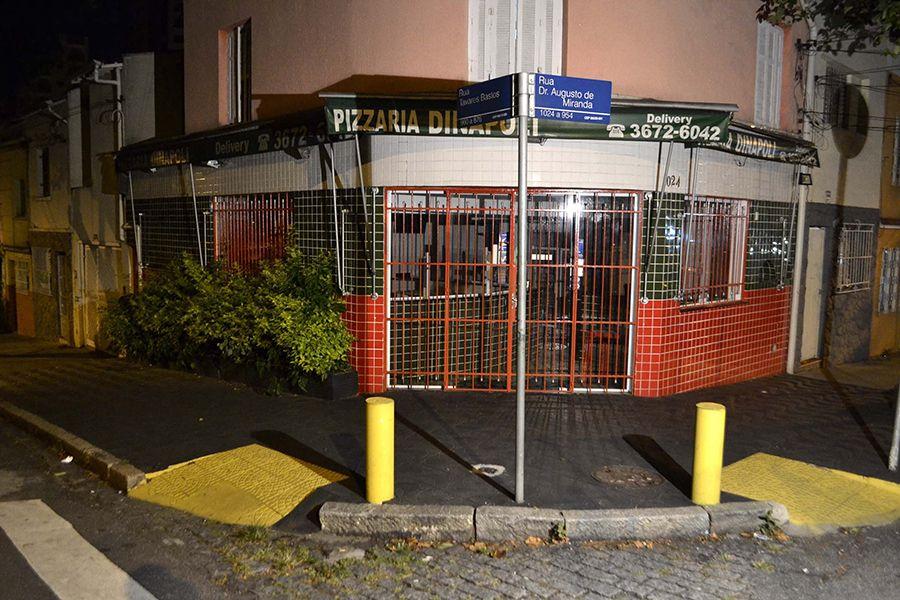 Uma pizzaria e outros quatro estabelecimentos comerciais foram assaltados pelos jovens / Edu Silva/Futura Press/Folhapress