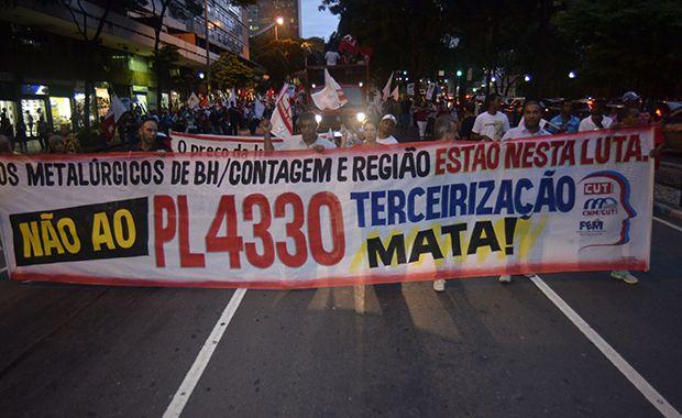 Sindicalistas protestaram contra lei que regulamenta a terceirização