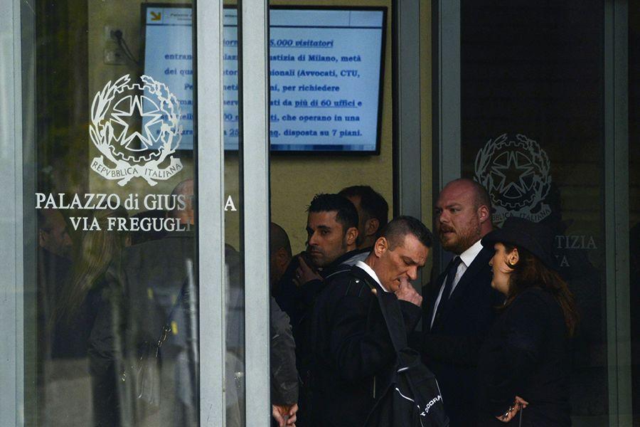 Homem entrou armado e seguiu até o terceiro andar, onde abriu fogo contra as pessoas que estavam no gabinete de um juiz / ALBERTO PIZZOLI / AFP