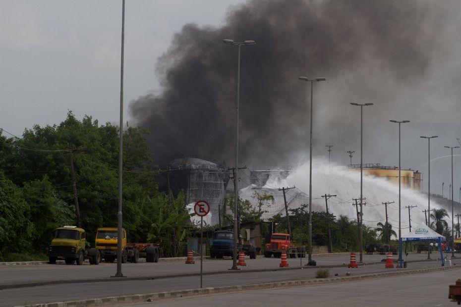 Bombeiros entram no oitavo dia de combate ao incêndio / Flavio Hopp/Brazil Photo Press/Folhapress