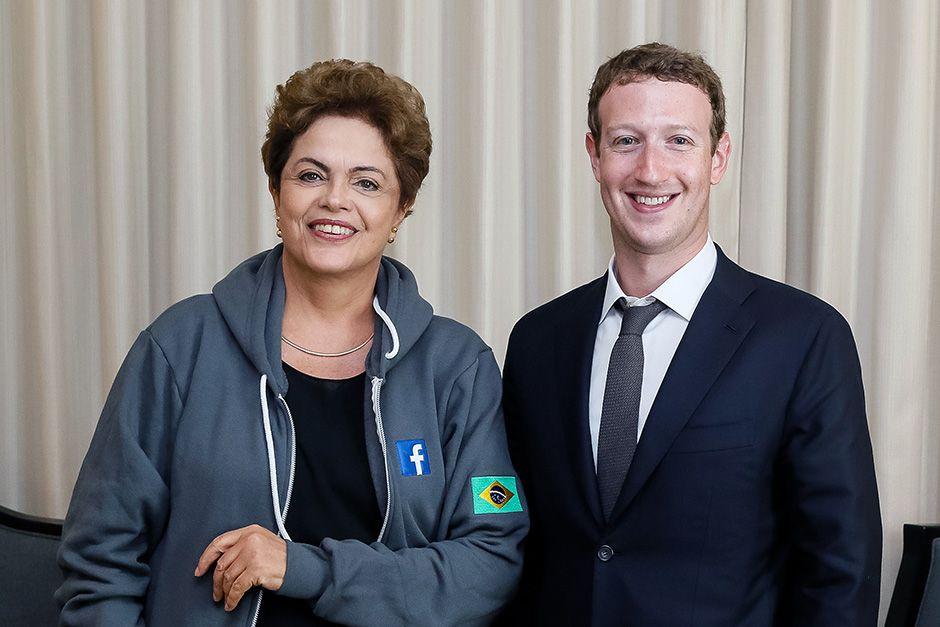 Dilma posa com Mark Zuckeberg durante anúncio do acordo / Roberto Stuckert Filho/Presidência da República
