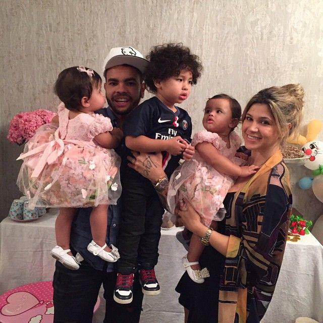 Dentinho e Dani Souza, com seus filhos / Divulgação/Instagram