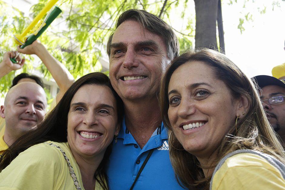 Bolsonaro é tietado durante protesto / Serviço Noticioso / Futura Press