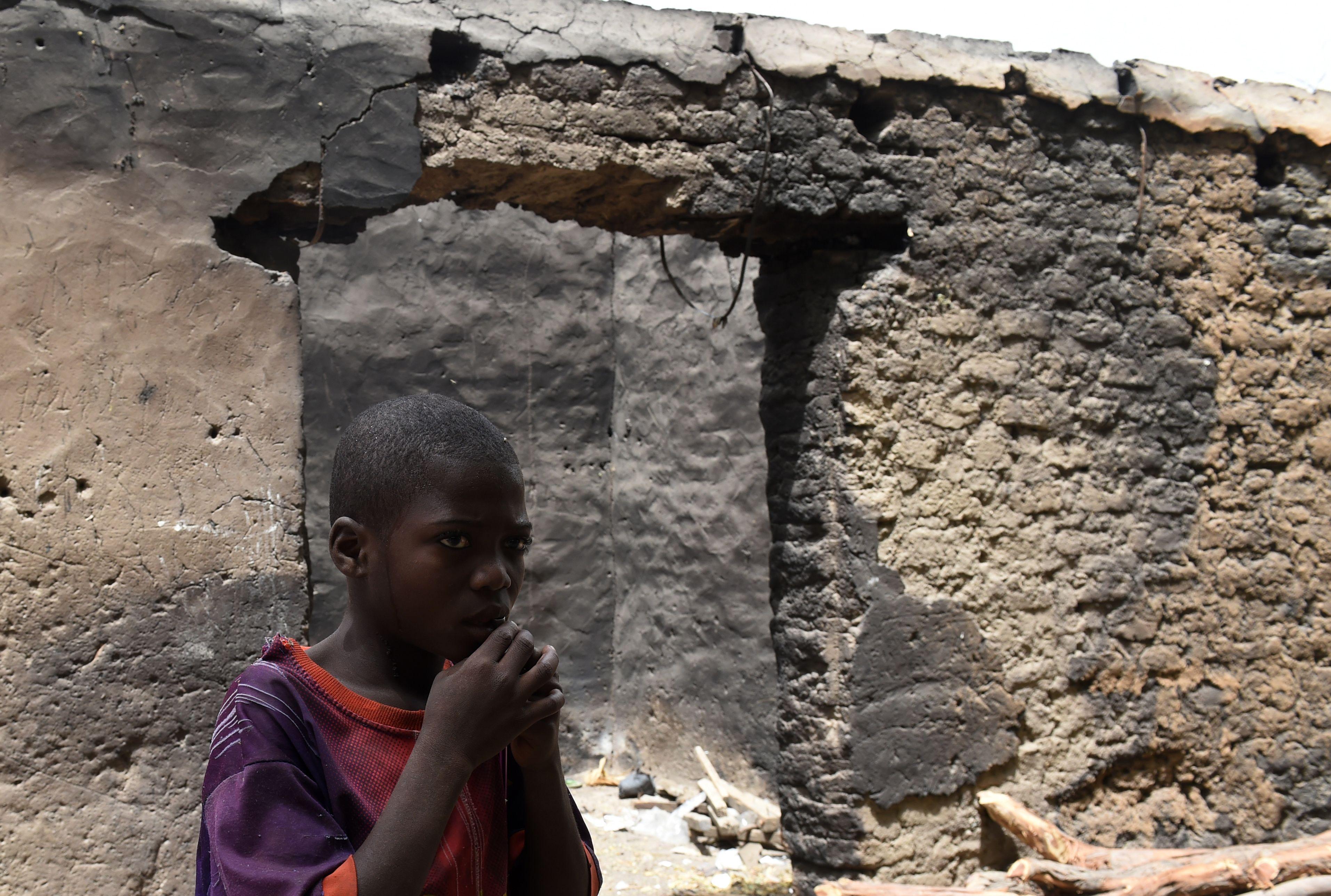 Crianças são vítimas do conflito com o grupo terrorista / Philippe Desmazes/AFP