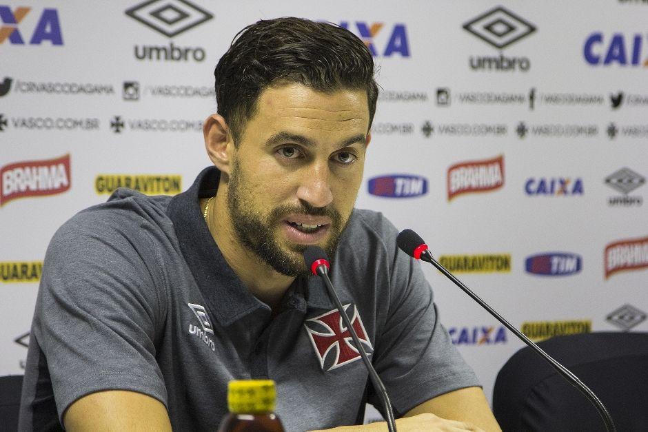 Dispensado pelo Uruguai, Martin Silva quer reação do Vasco