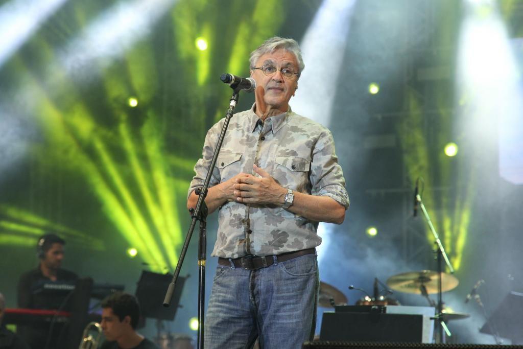 Sou a favor da liberação e legalização da maconha, diz Caetano