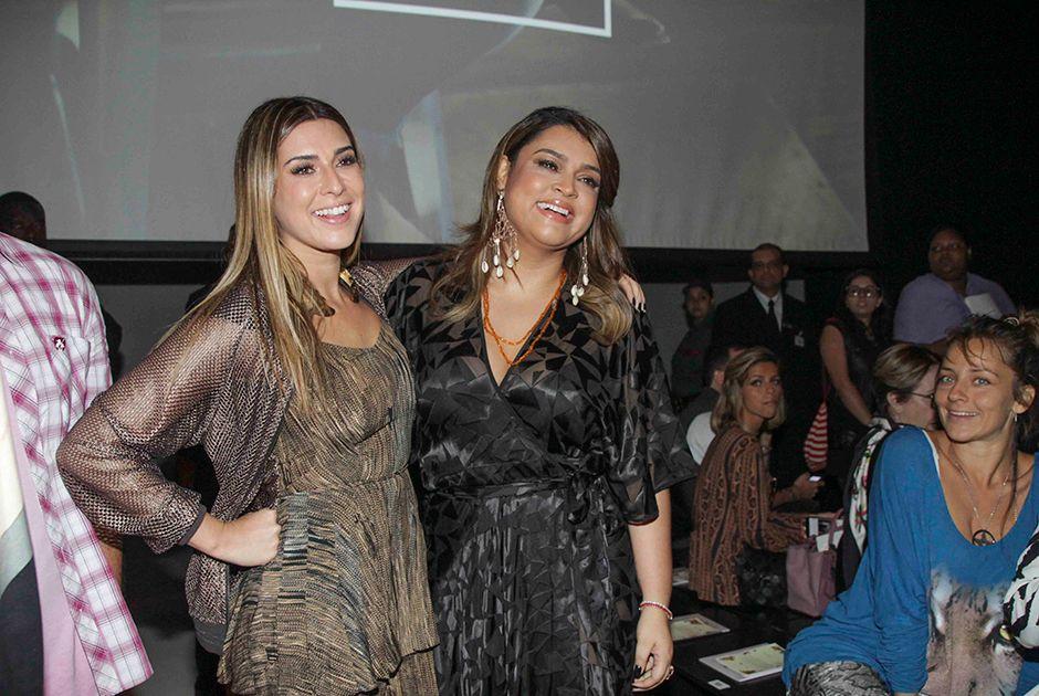 Fernanda Paes Leme e Preta Gil se encontraram na primeira fila / Marcelo Brammer/AgNews