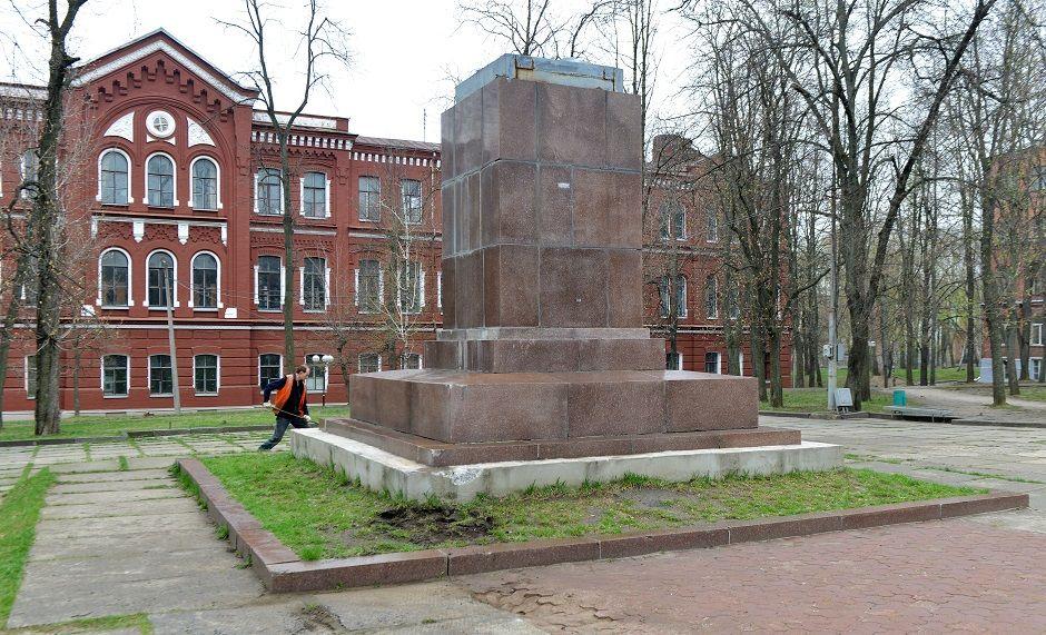 Foto mostra local sem as estátuas / FP PHOTO / SERGEY BOBOK