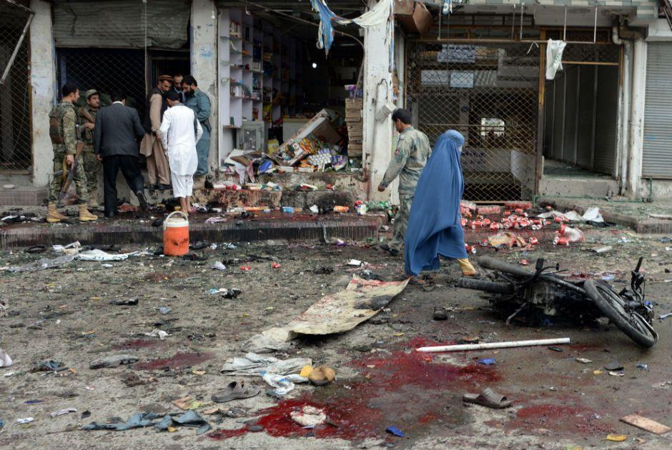 A explosão ocorreu no exterior de um banco  / Noorullah Shirzada/AFP