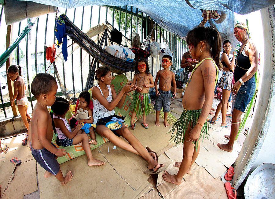 Índios acampam em frente à prefeitura / Edmar Barros/Futura Press/Folhapress