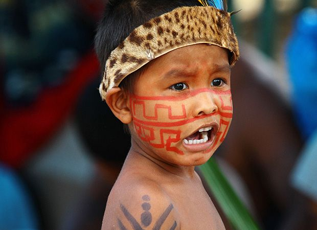 Bebê também acampa em frente à prefeitura de Manaus