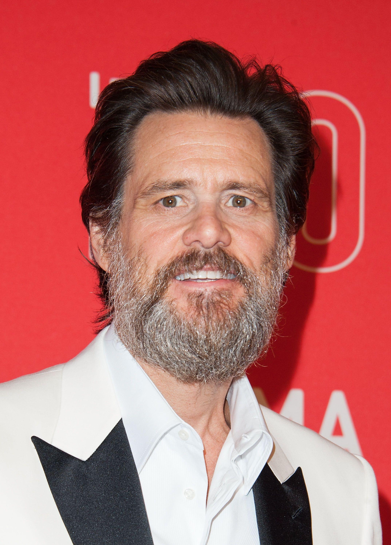 Jim Carrey exibe visual barbudo em evento / Valerie Macon/AFP