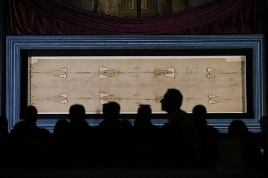 Exibição do Santo Sudário teve início neste domingo / Marco Bertorello / AFP