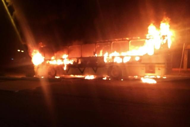 RJ: 7 ônibus são queimados após ação da PM contra o tráfico